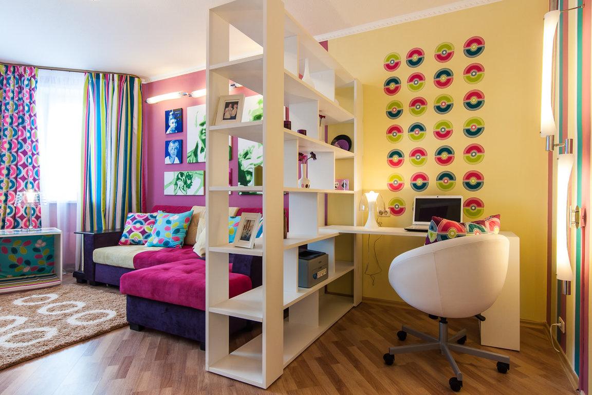 ... Kinderzimmer In Zwei Zonen Teilen. Diese Attribute Von Möbeln Sehen  Solide Aus Als Bildschirme. In Den Regalen Können Sie Bücher, Spielsachen  Und Andere ...