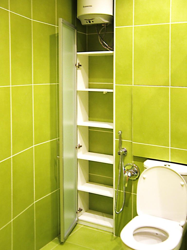Полки для туалета не должны мешать.