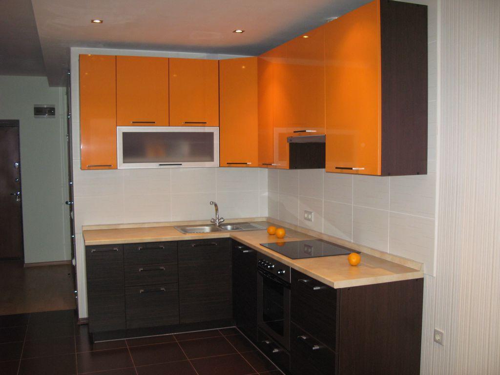 Kleine Küchenecke. Wählen Sie eine Spüle in der Ecke Küche Set ...